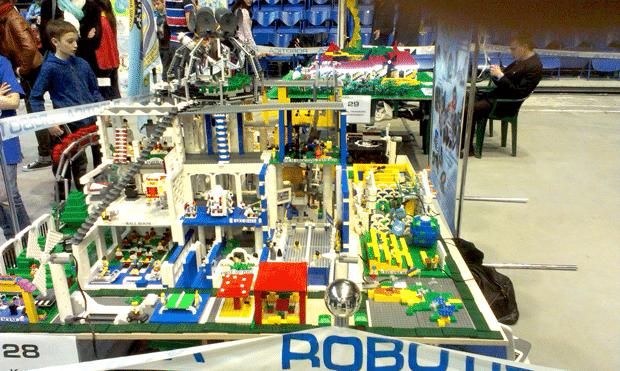 21 апреля 2013 года в Дворце Спорта состоялся юбилейный V Всеукраинский фестиваль «Robotica-2013» при поддержке компании АТЛАНТ